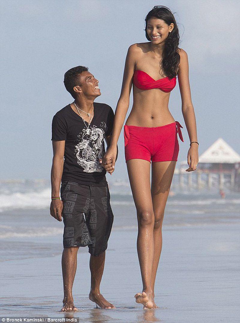 La Mujer mas alta del mundo !!