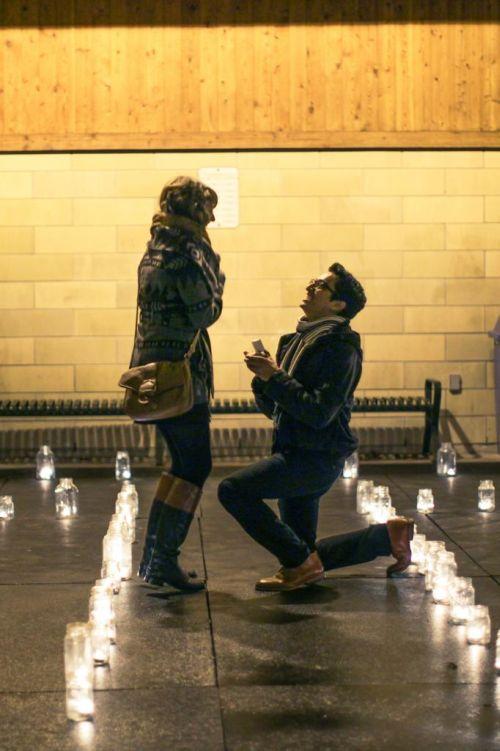 Бесплатный фотоприкол делает предложение, за секунду до, прикольная фотографи, романтика, свечи