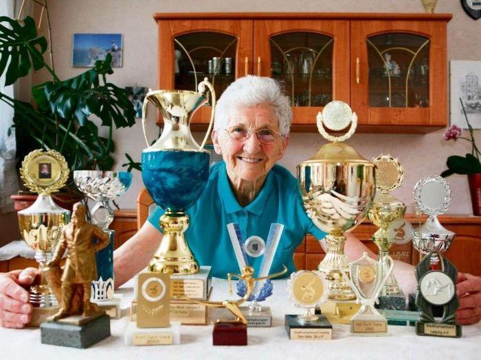 гимнастка, старушка, бабушка, бабуля, спорт, гимнастика