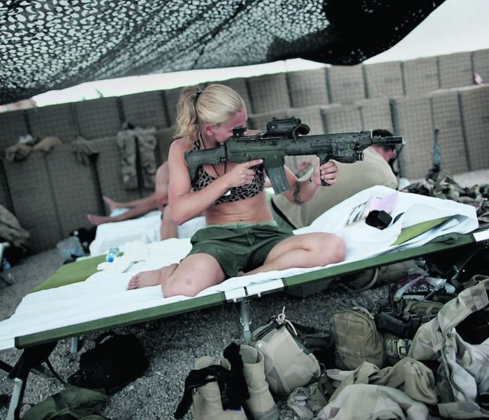девушка в форме охранника эро фото